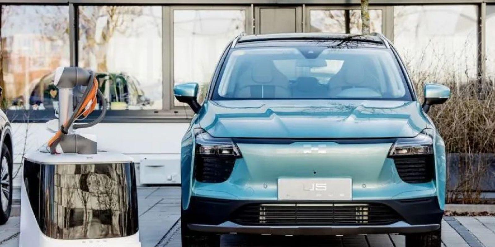 蓝色的汽车 描述已自动生成
